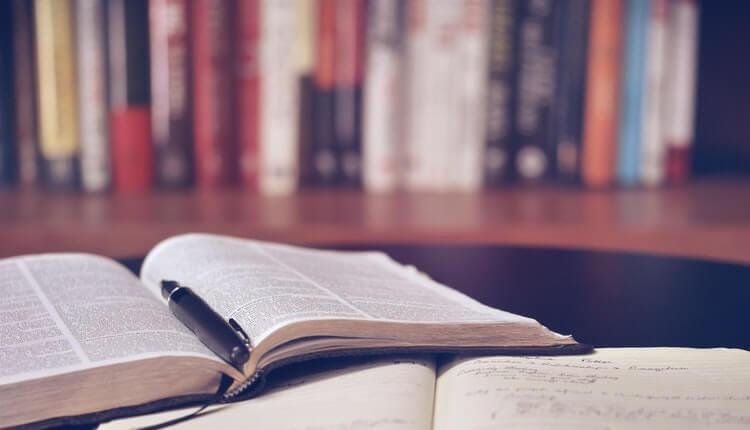 books-bookshelf-education-159621-1