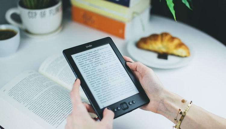 reading-reader-kindle-female-76942